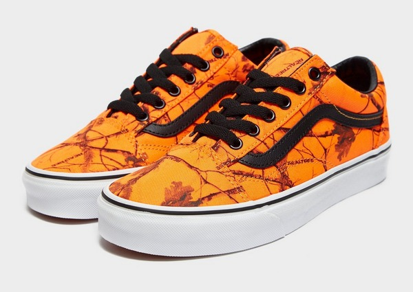 Shop den Vans x Realtree Xtra Old Skool Women's in Orange