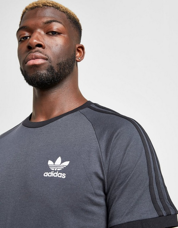 Koop Grijs adidas Originals 3-Stripes California Short ...