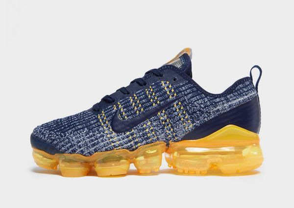 hot sale online 37d02 4b532 Nike Air VaporMax Flyknit 3 Older Kids' Shoe | JD Sports
