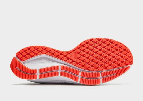 Shoppa Nike Air Zoom Pegasus 36 Shield Dam i en Vit färg