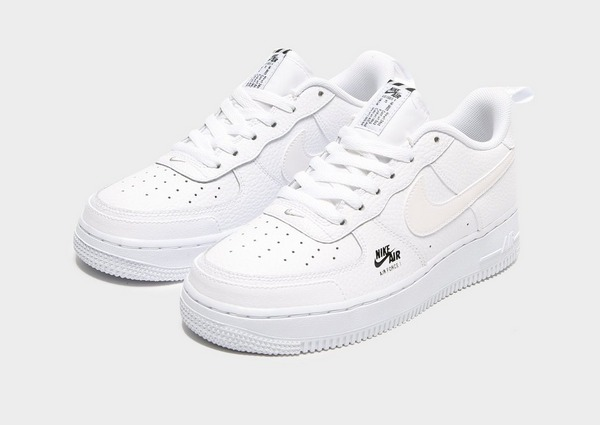 Shoppa Nike Air Force 1 LV8 Junior i en Vit färg | JD Sports