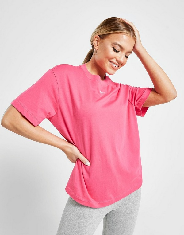 Acquista Nike Essential Logo Boyfriend T Shirt in Nero | JD