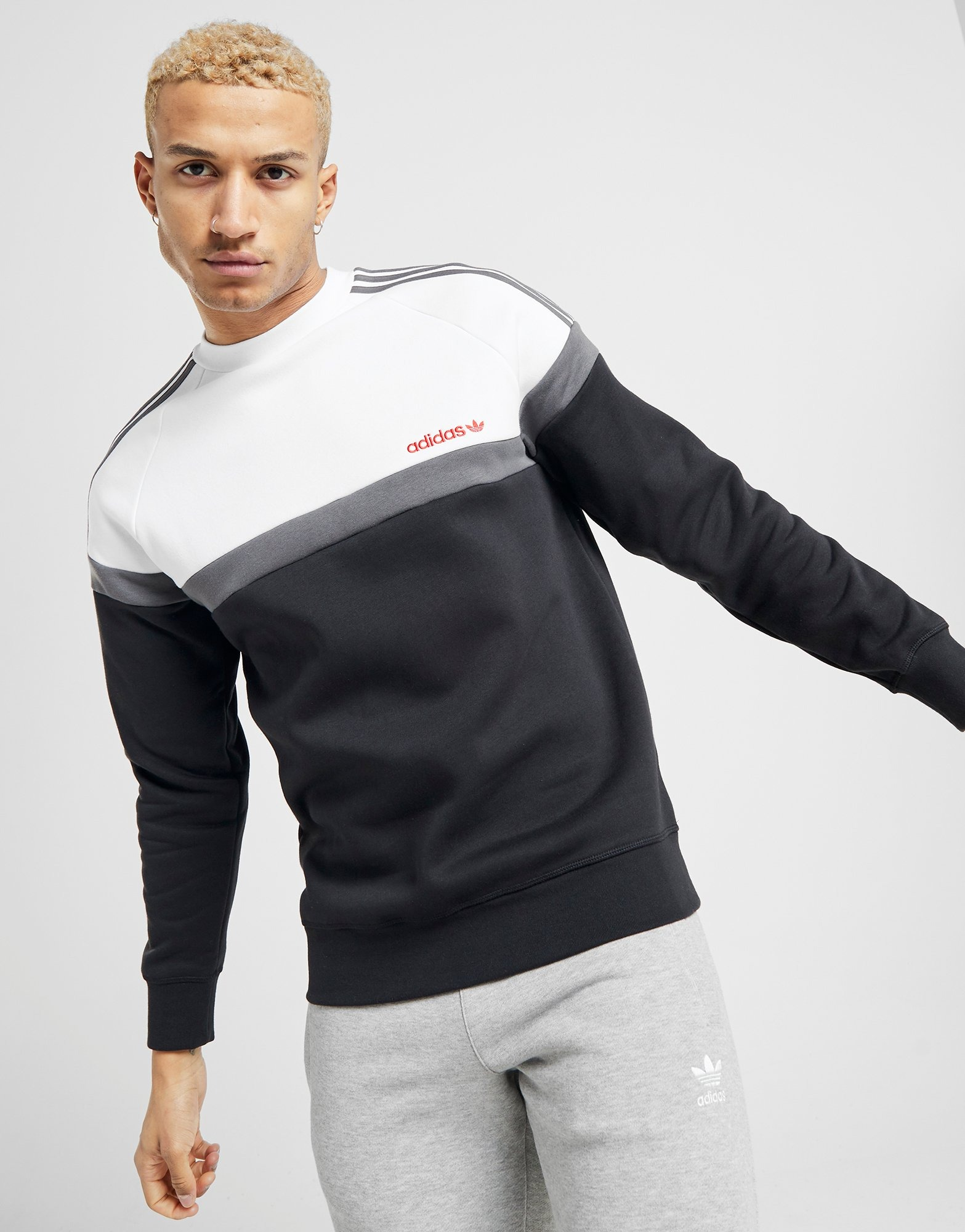 Shoppa adidas Originals Linear Logo Crew Sweatshirt Dam i en