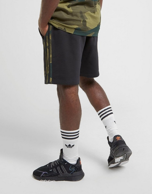 Shoppa adidas Originals Camo Shorts Herr i en Svart färg