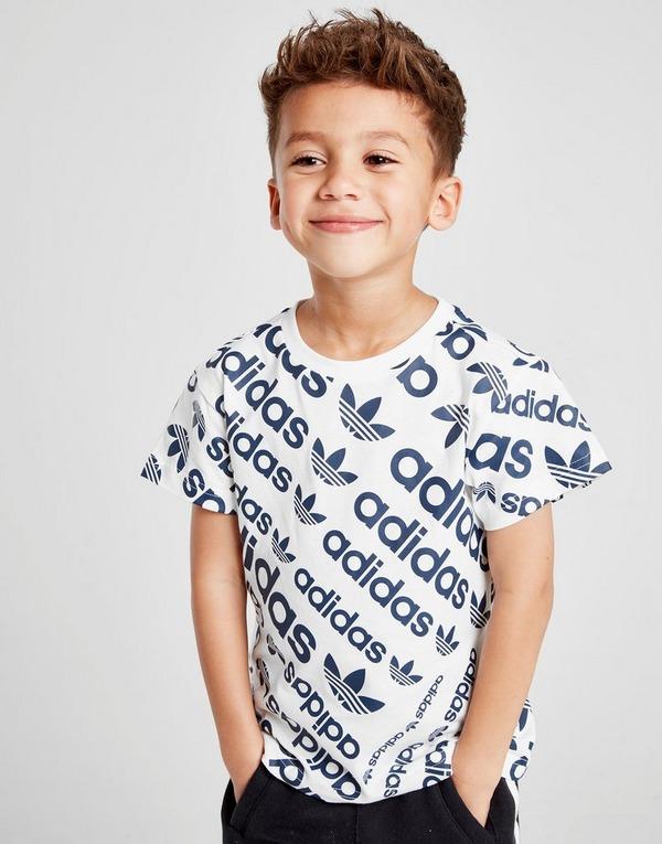 Shoppa adidas Originals All Over Print T Shirt Barn i en
