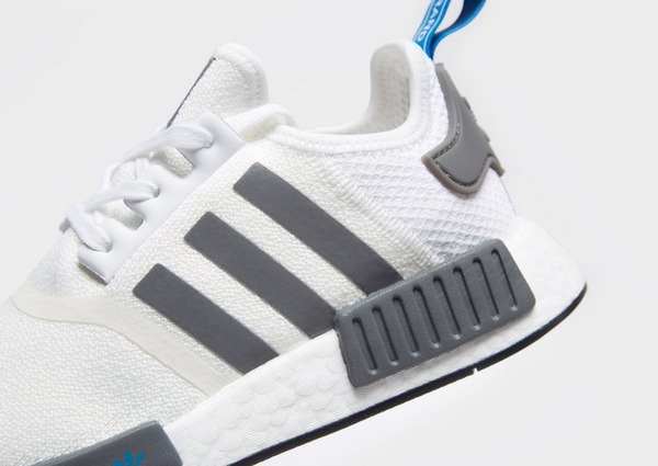 Acquista adidas Originals NMD_R1 Junior in Bianco | JD Sports