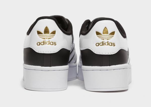 Shoppa adidas Originals Superstar Bold Dam i en Svart färg