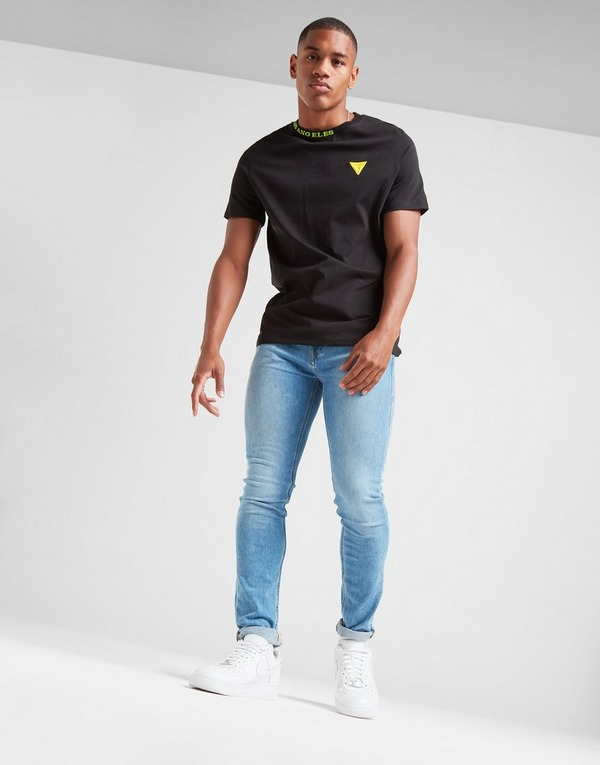 Acquista Guess Neck Brand T Shirt in Nero   JD Sports