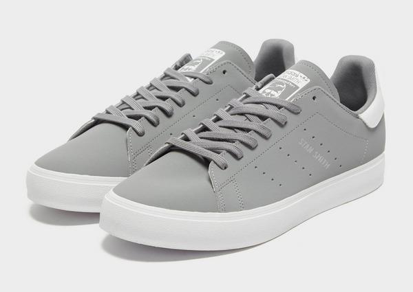 Shoppa adidas Originals Stan Smith Vulc Herr i en Grå färg