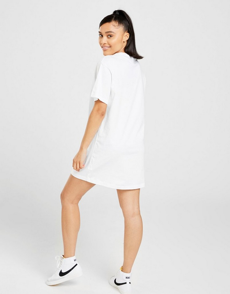 Shop den Nike Essential T-Shirt Kleid Damen in Weiss