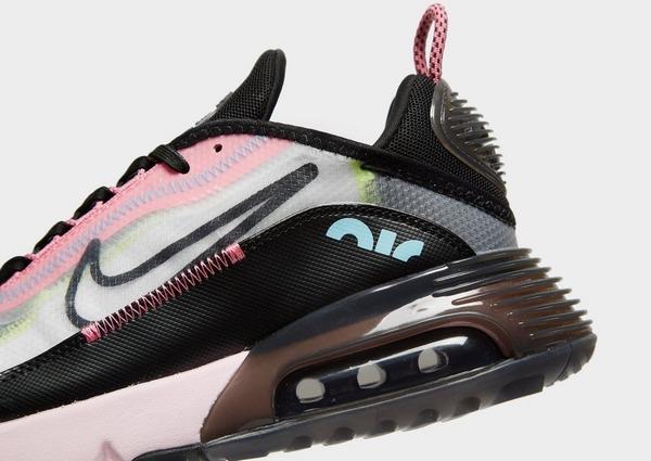 Shoppa Nike Air Max 2090 Dam i en Svart färg | JD Sports Sverige