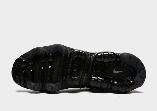 Shoppa Nike Air VaporMax Plus Herr i en Svart färg   JD
