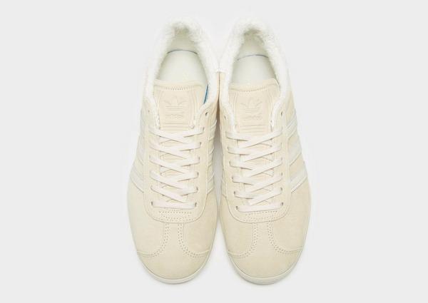 Shoppa adidas Originals Gazelle Dam i en Vit färg | JD