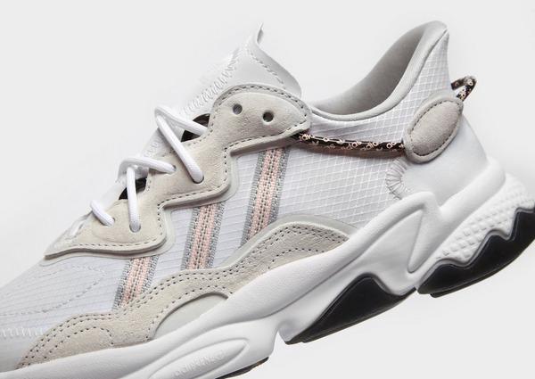 Shoppa adidas Originals Ozweego Junior i en Vit färg   JD