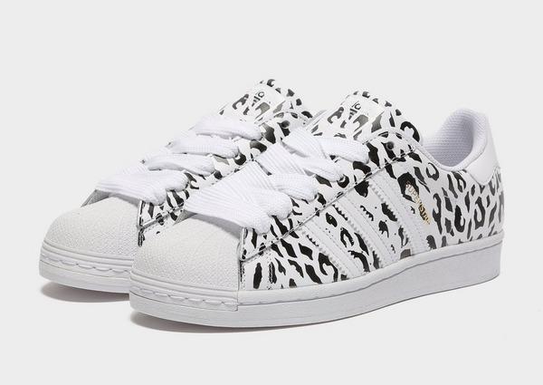 Shop den adidas Originals Superstar Women's in Weiss