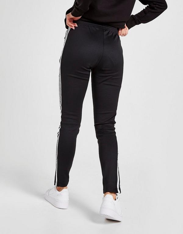 Shoppa adidas Originals SS Track Pants i en Svart färg