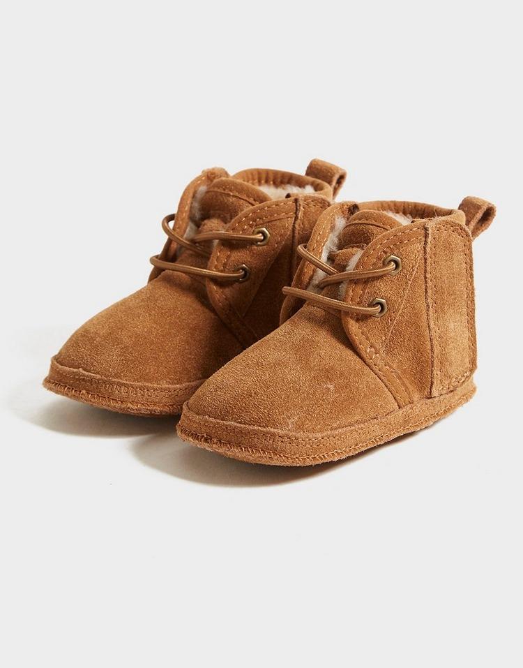 UGG Baby Neumel Boots & Beanie Set Infant