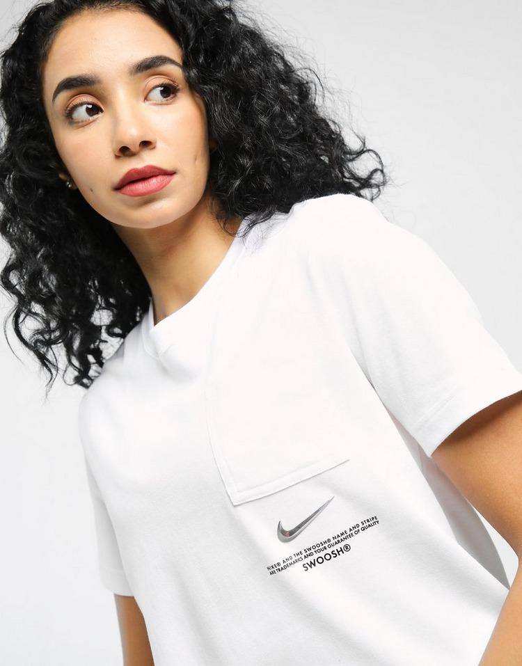 Nike เสื้อแขนสั้น Swoosh