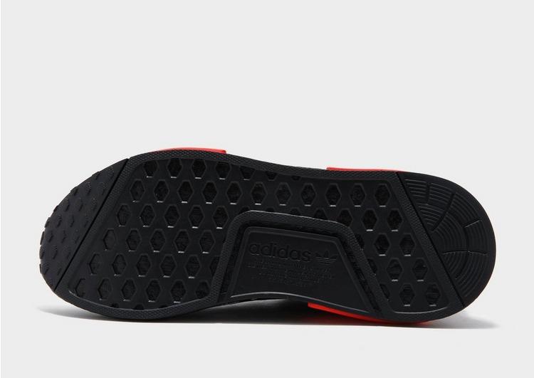 adidas รองเท้าผู้ชาย NMD R1