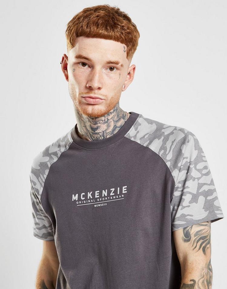 McKenzie McKenzie Matty เสื้อยืดผู้ชาย