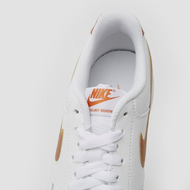 NIKE COURT VISION LOW SNEAKERS WIT/GOUD DAMES