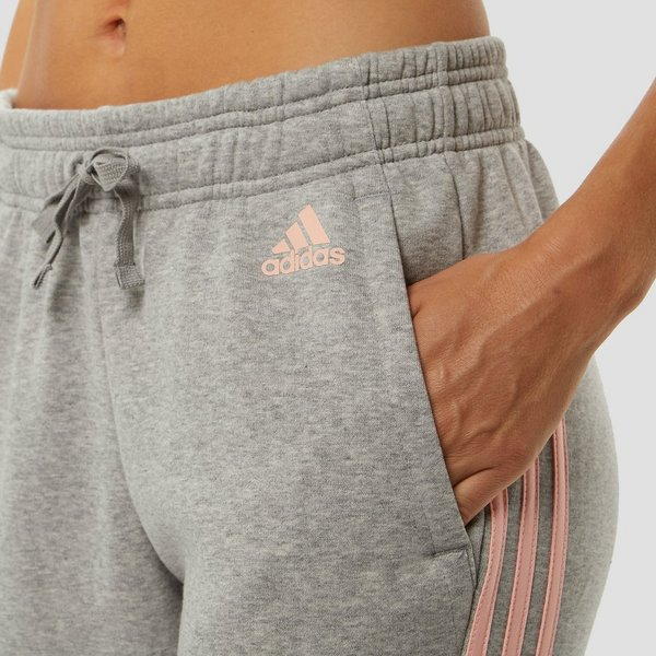 Joggingbroek Dames Strak.Adidas Essentials 3 Stripes Tapered Joggingbroek Grijs Roze Dames