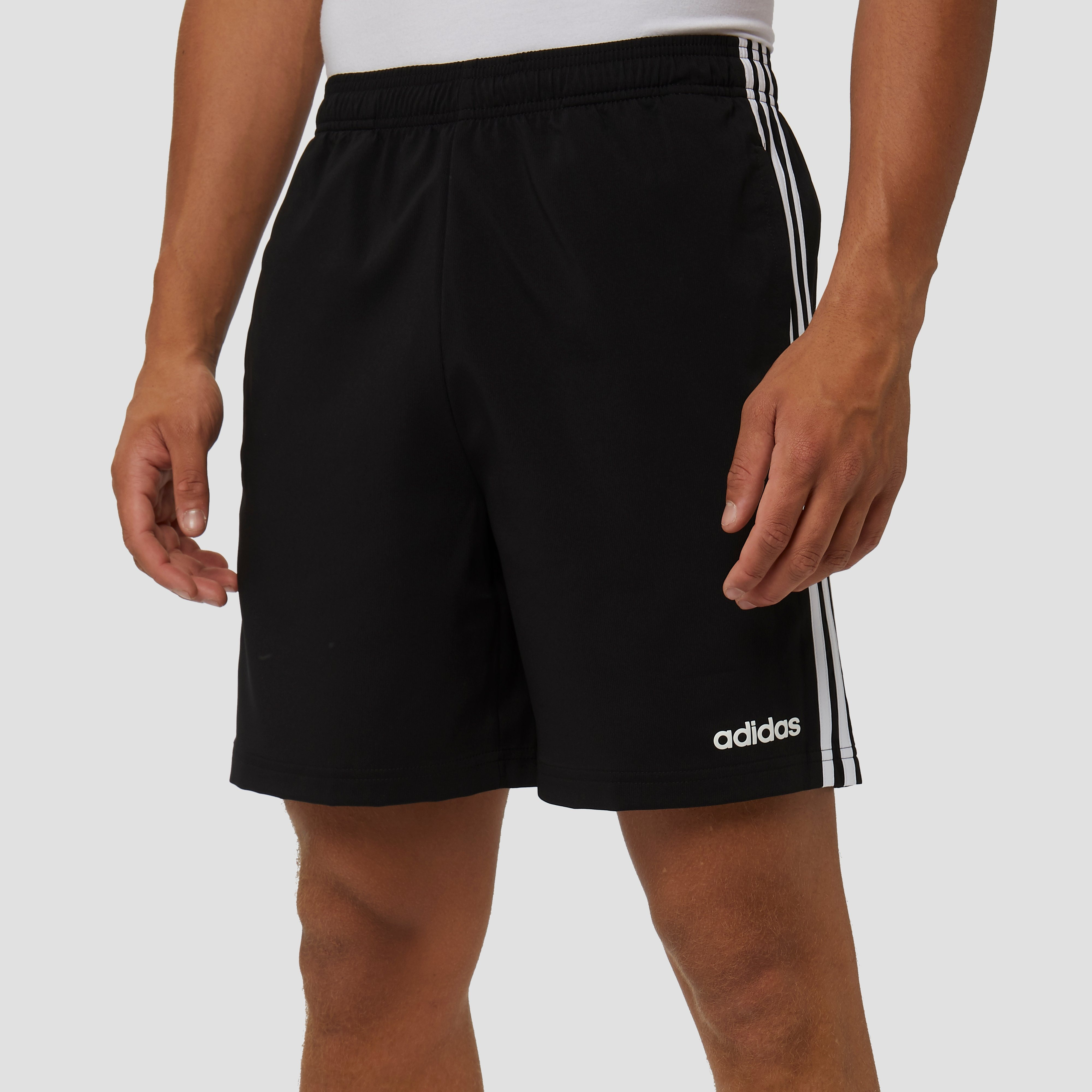 ADIDAS ESSENTIALS 3 STRIPES CHELSEA KORTE BROEK ZWART HEREN | Perrysport