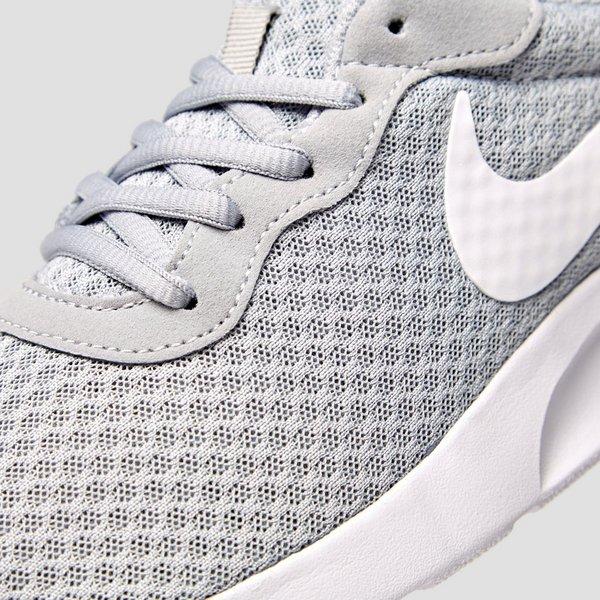 nike tanjun sneakers grijs