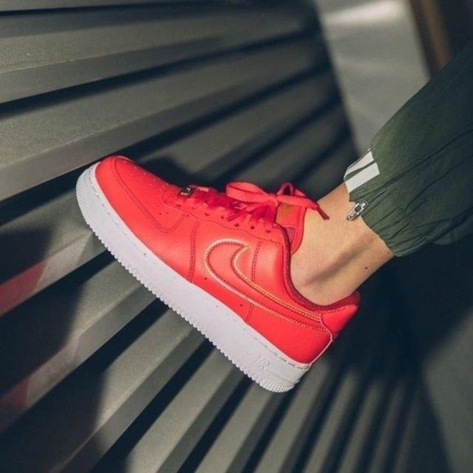 Nike Air Force 1 rojas influencer mllexchloe