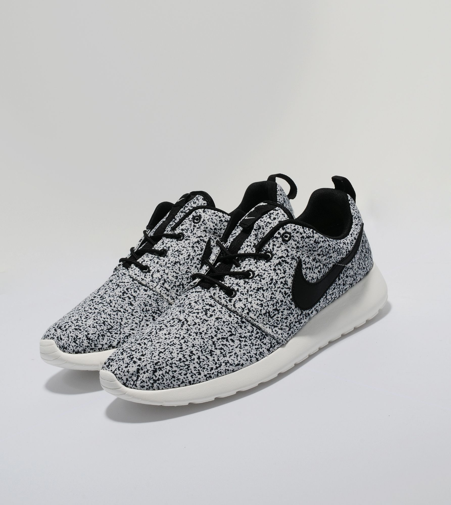 brand new 6481d d8d44 Nike Roshe Run Speckle   Size