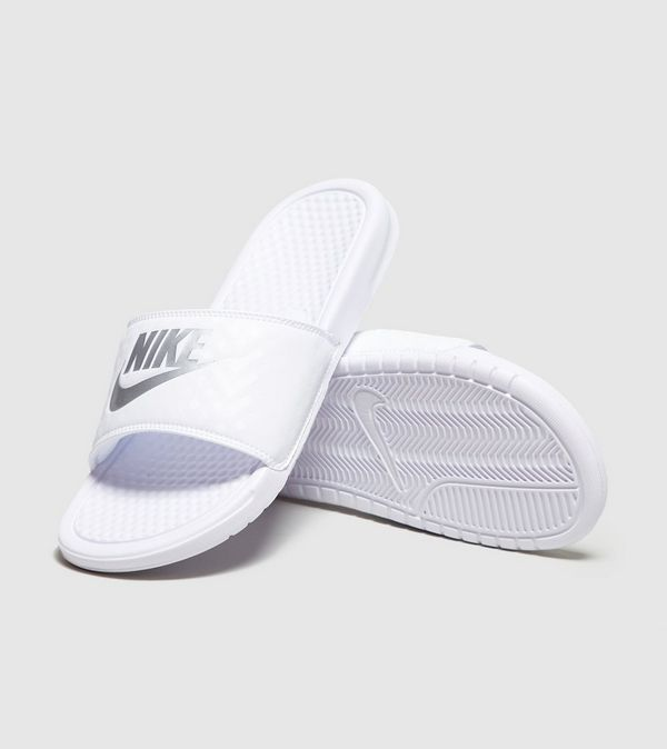 c118ba67d34 Nike Benassi Just Do It Slides para mujer