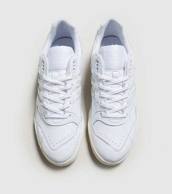 watch 859f9 a1e25 adidas Originals A.R. Trainer