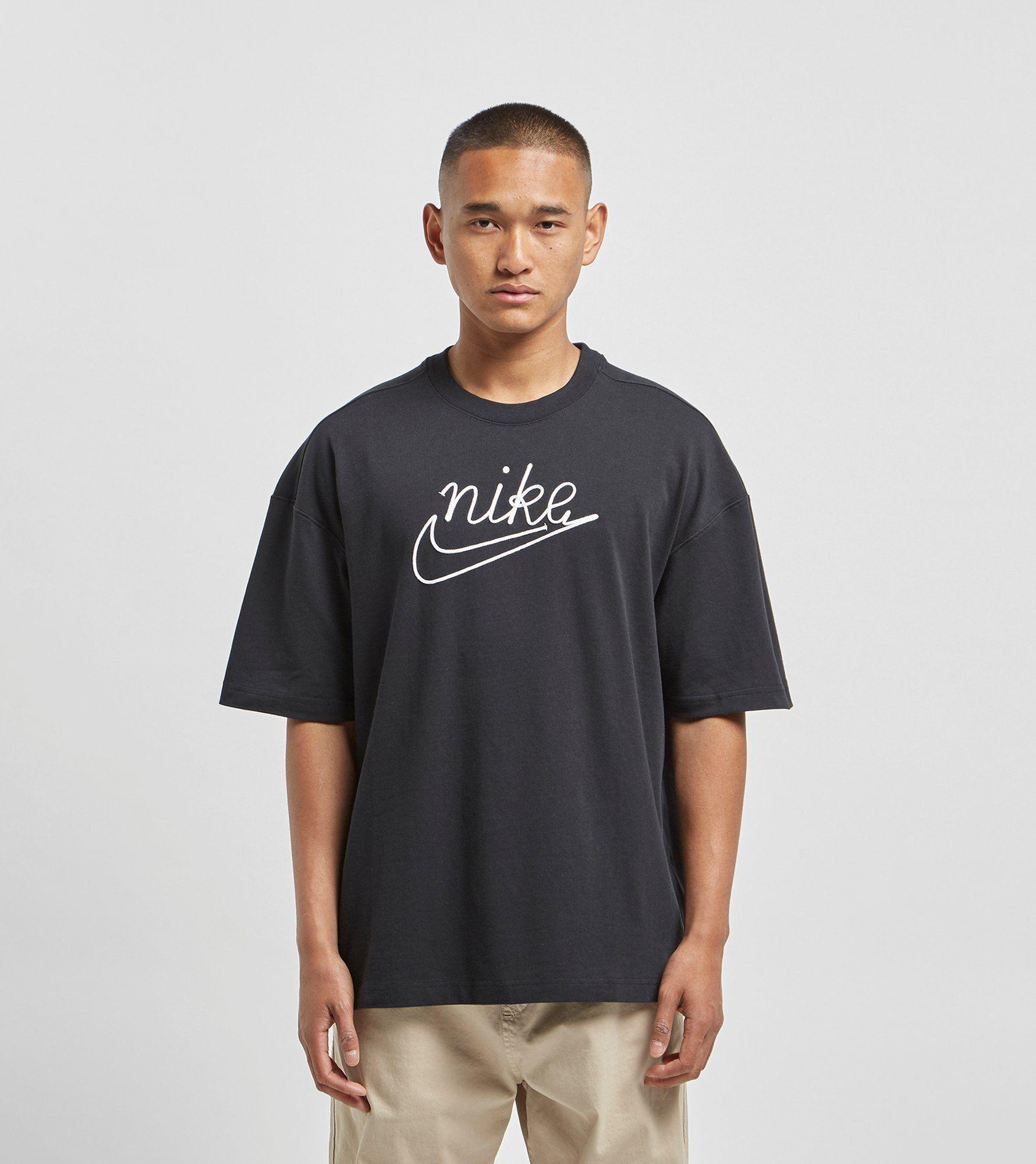 Nike T-Shirt Outline