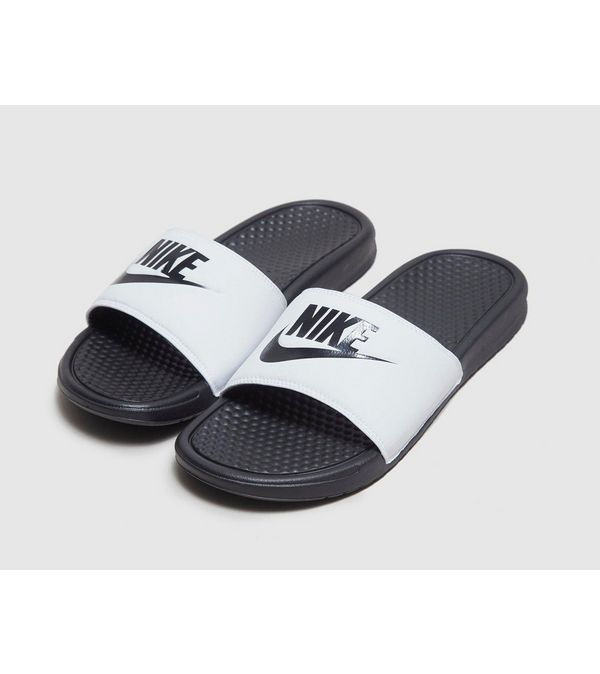 new product 2f7b9 5213d Nike Sandales Benassi Just Do It