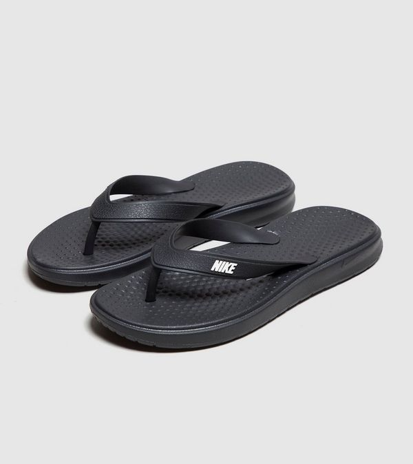 classic fit e6eb3 d3aff Nike Solay Flip Flops