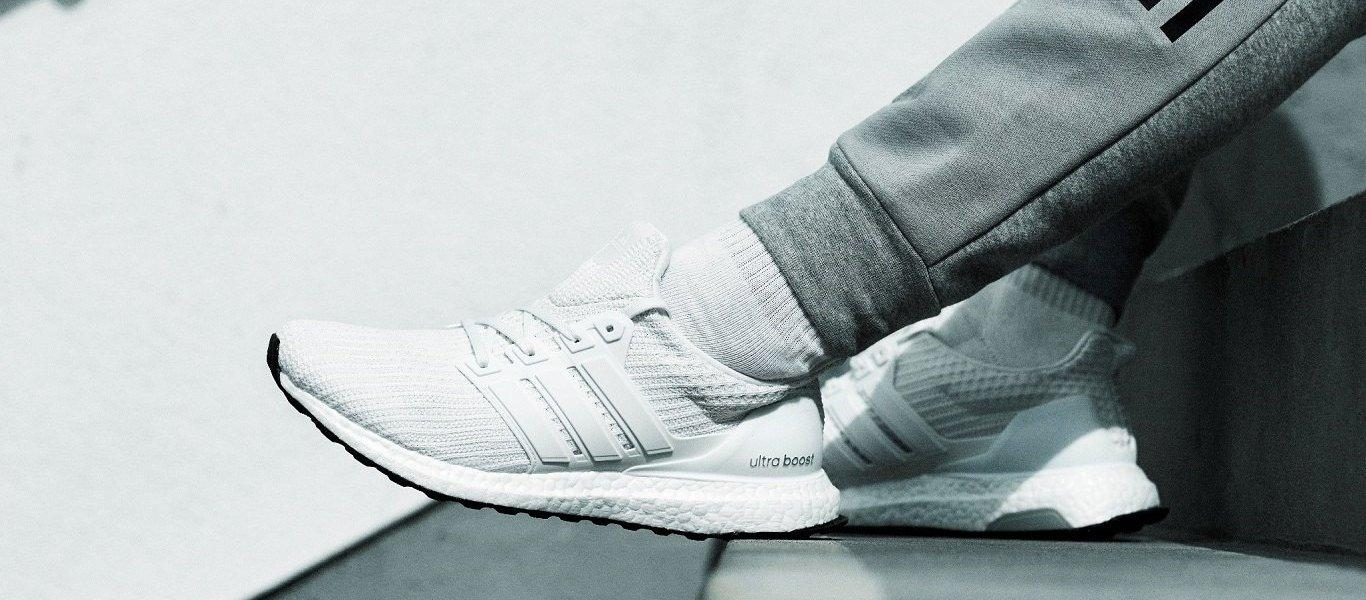 adidas Ultra Boost blancas on feet
