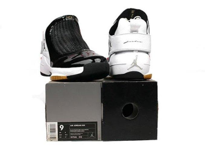 Air Jordan XIX black and white