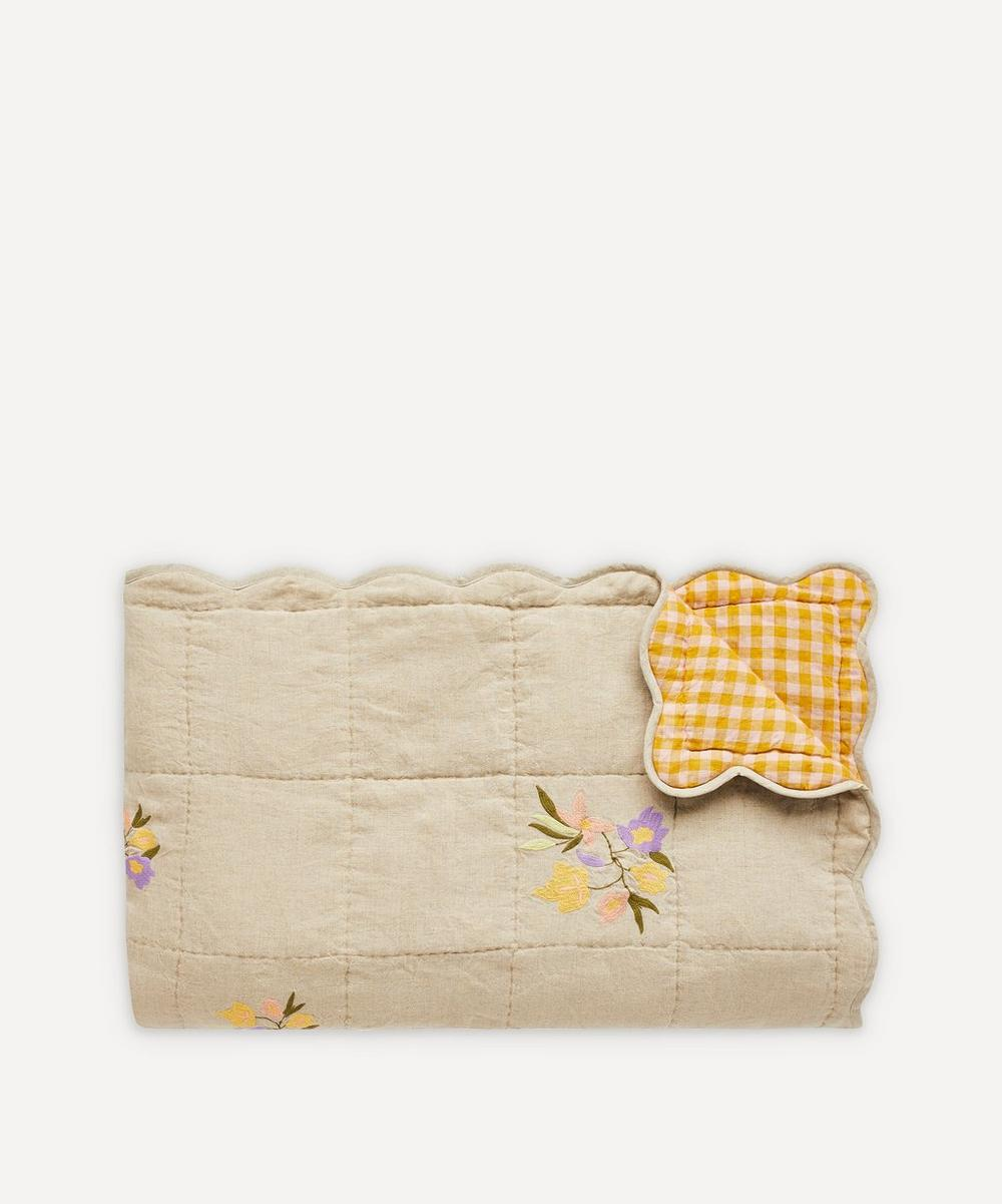 Projektityyny - Embroidered Scallop Edge Quilt