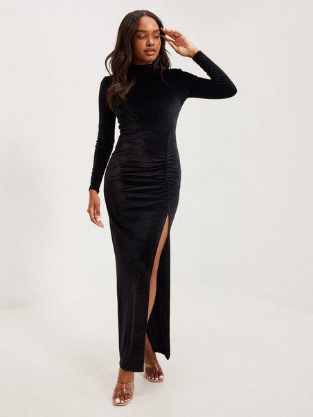 Köp NLY Eve Drapy Velvet Gown Svart