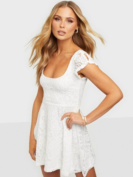 NLY One Your Pretty Lace Dress Skater kjoler