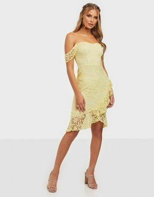 NLY Eve True Love Lace Dress Tætsiddende kjoler Lysegul