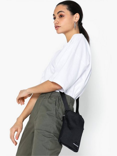 Calvin Klein Jeans Ckj Monogram Nylon Micro Fp Axelremsväskor