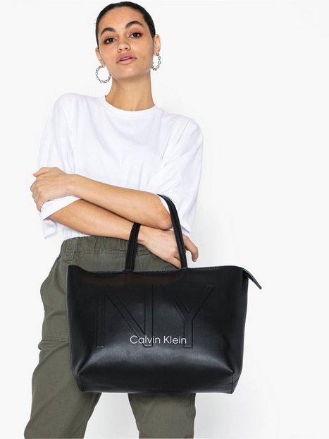 Calvin Klein Ck Must PSP20 Med Shopper Ny Handväskor