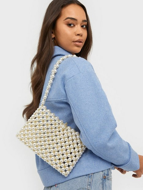 NLY Accessories All That Pearl Bag Axelremsväskor