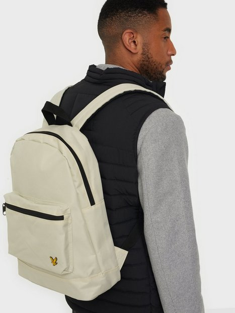 Se Lyle & Scott Backpack Tasker Sesame ved NLY Man