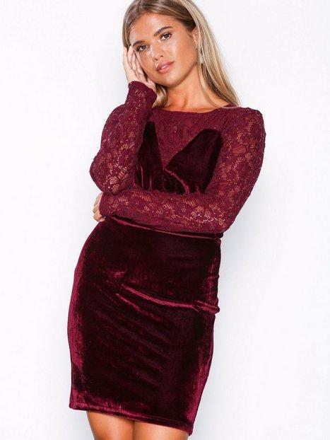 Billede af NLY Eve Lace Instert Velvet Dress Tætsiddende kjoler Burgundy
