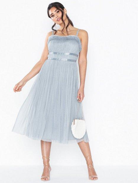 NLY Eve Lace Dream Cap Sleeve Dress Tætsiddende kjoler
