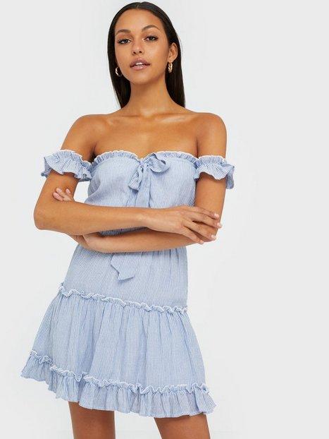 NLY Trend Cute Off Shoulder Dress Skater kjoler