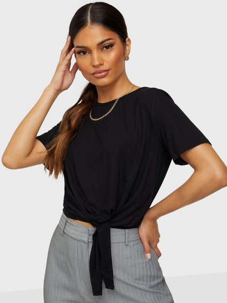 Se Pieces Pcneora Ss Tie Tee Sww T-shirts ved Nelly