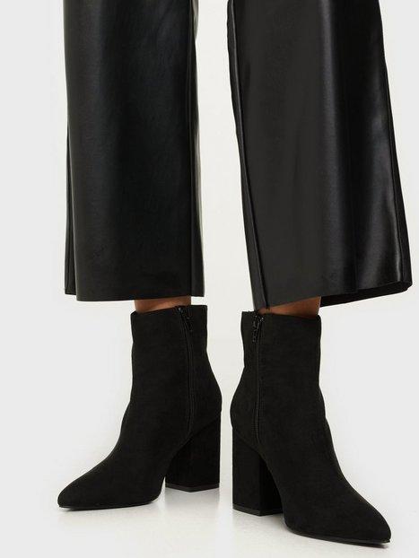 NLY Shoes Sharp Block Boot Heel Sort